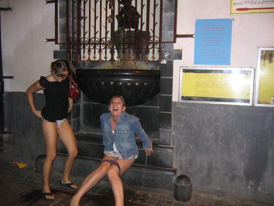 chicas_meando_03