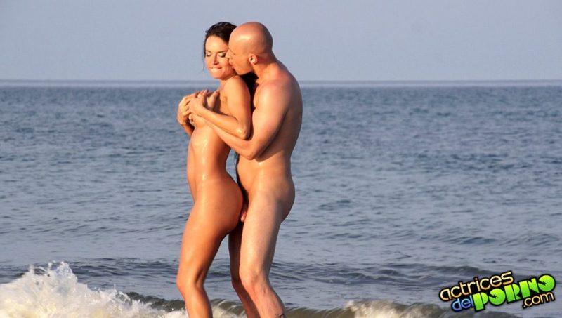 Franceska Jaimes follada en la playa