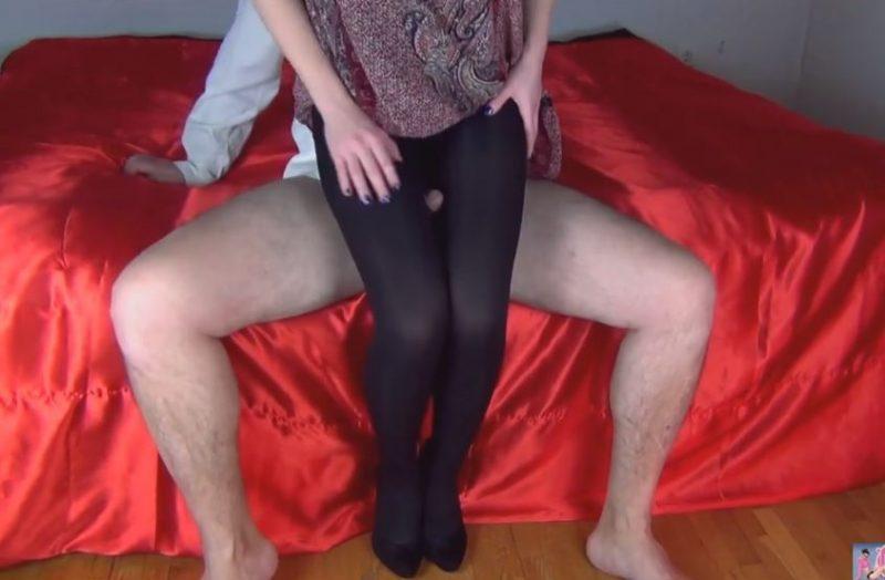 Mujer le hace un legjob con los leggins puestos a su marido