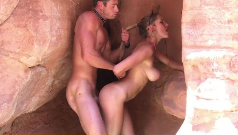 Impresionante rubia tetona follada al aire libre y en una cueva