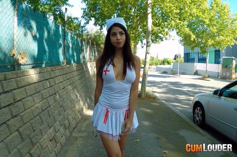 Enfermera sexy Julia de Lucia