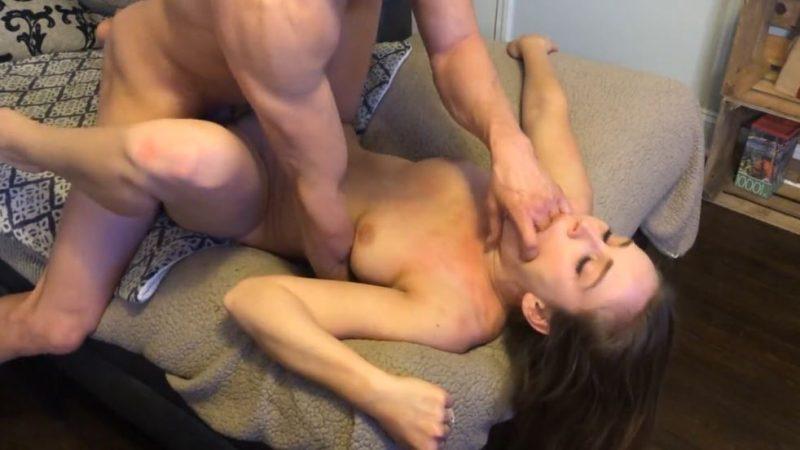 Sexo casero con una preciosa jovencita