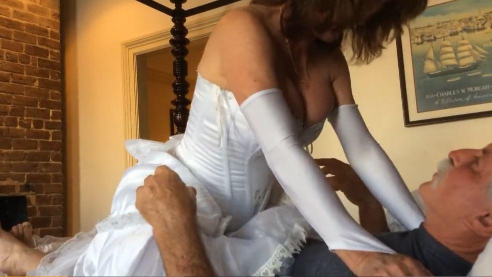 Mujer Madura Cincuentona Vestida De Novia Follando Con Su