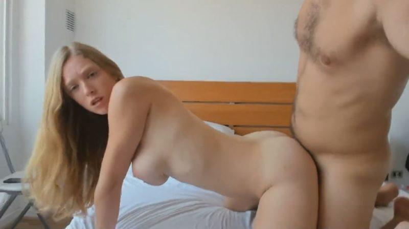 Pareja amateur tiene sexo casero por webcam