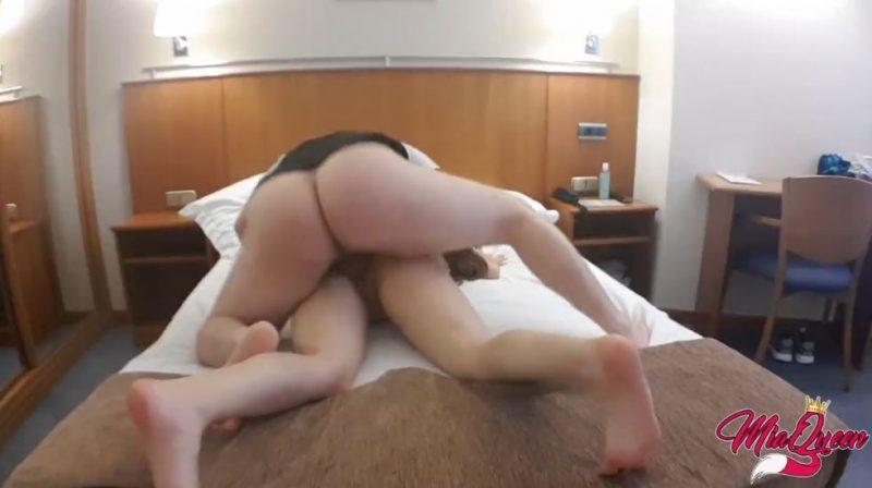 Folladome a la joven puta del hotel erótico