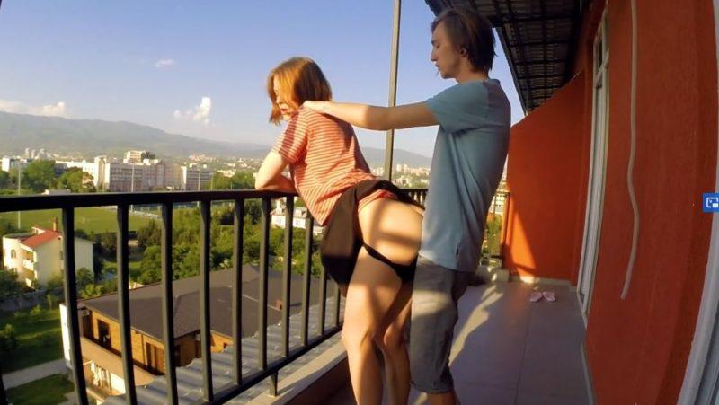 Pareja rusa follando en el balcón