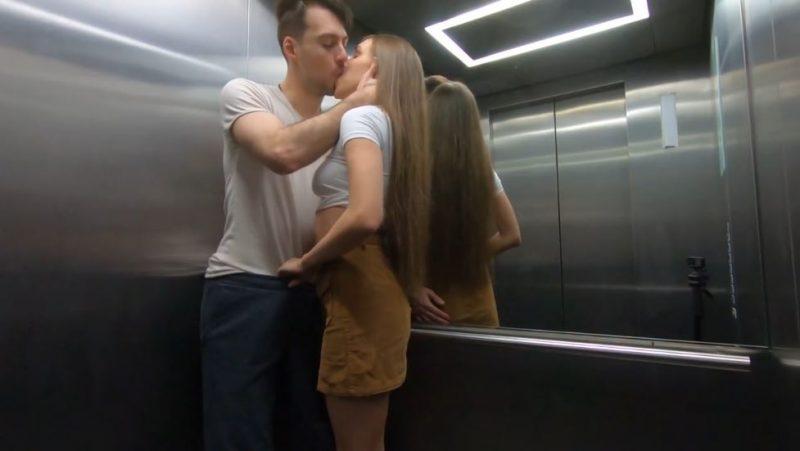 Pareja mantiene relaciones sexuales en el ascensor publico