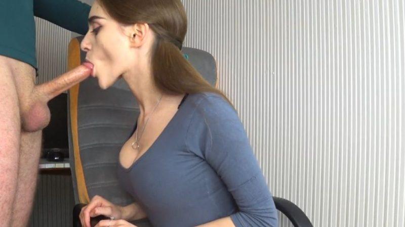 Secretaria se la chupa a su jefe xxx
