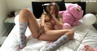 rubia muy guapa masturbandose en webcam