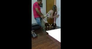 Secretaria es follada por su jefe y este la graba con el móvil