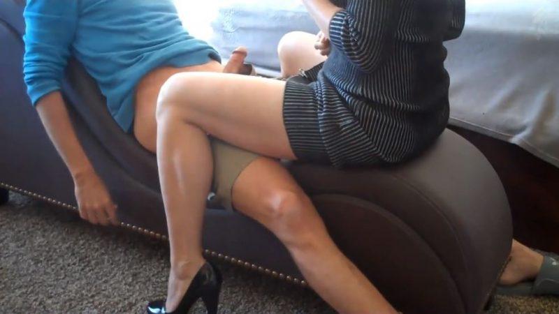 Mujer madura de 60 años tiene sexo con un chico jovencita