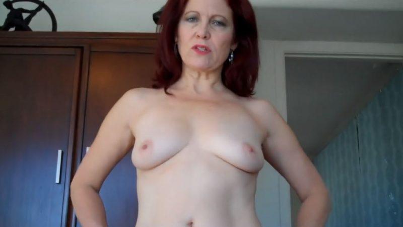 Mujer pelirroja de 60 años desnuda, mujer de 60 años mostrando sus tetas