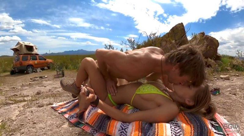 pareja caliente follando en el desierto de Nevada