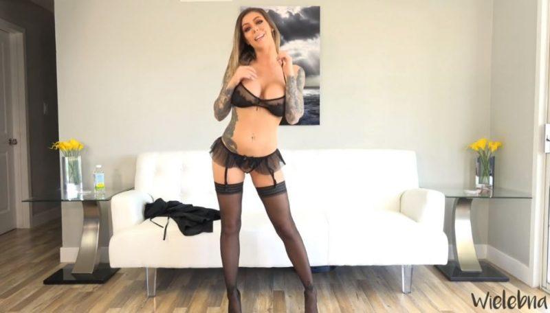 puta webcam rubia con lencería negra